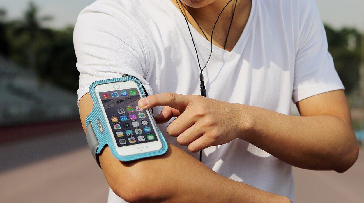 Защитный чехлы для iPhone XR и iPhone Xs во время занятий спортом