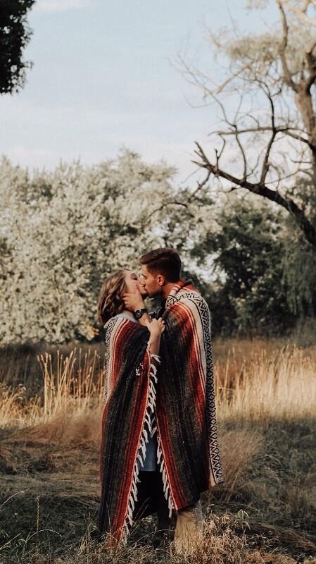 обои осень, обои пара, обои поцелуй