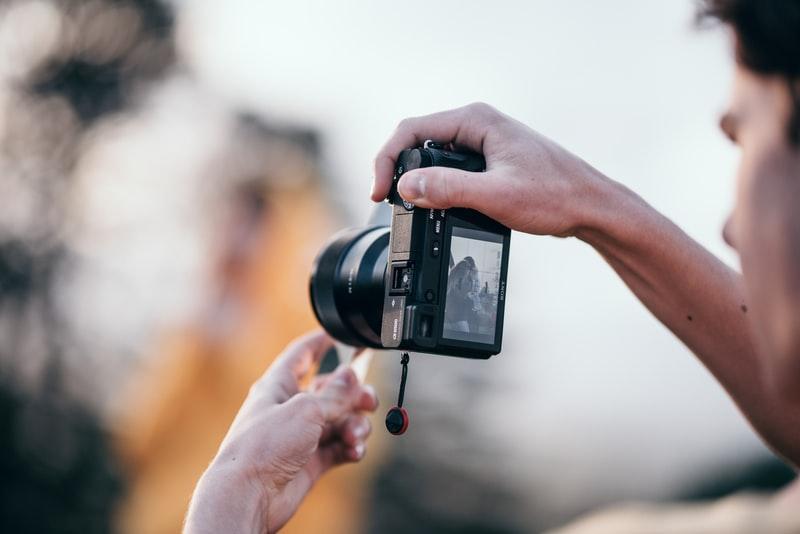 Что лучше для путешествий – смартфон или фотоаппарат